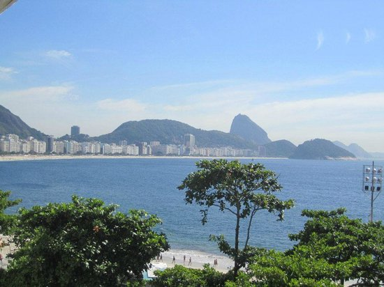 Sofitel Rio de Janeiro Copacabana: View from breakfast looking at Copacabana