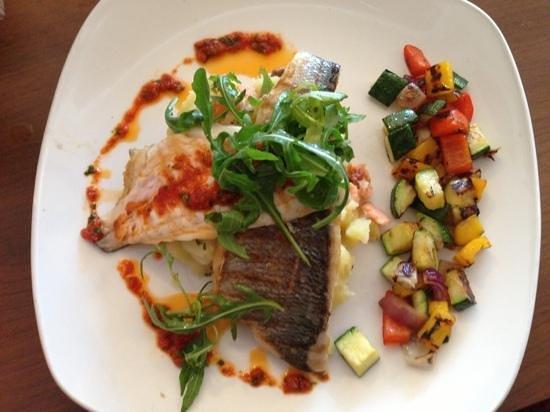 Eilean Dubh Restaurant: sea bass with mash and salsa