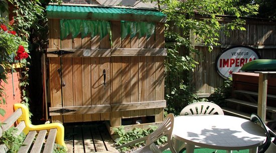 Gite du Parc Lafontaine Guest House: Jardin