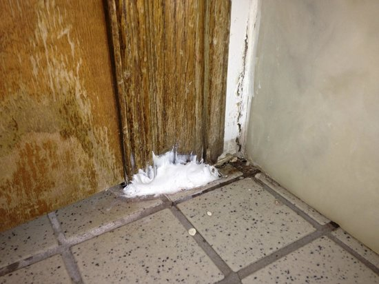 Lighthouse Lodge & Cottages : it looks like they attempted to caulk...