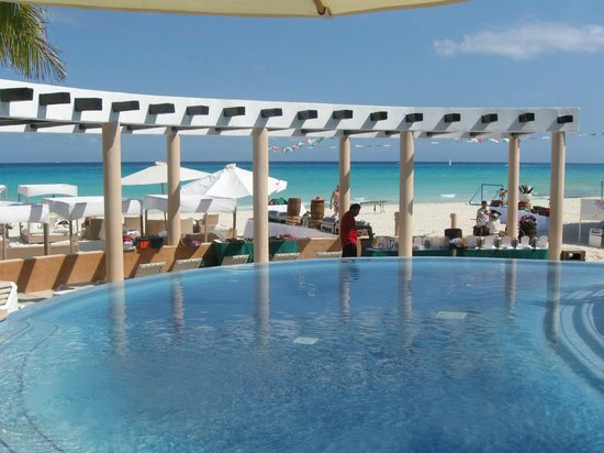 Sunset Fishermen Spa & Resort: Pool accommodations are great