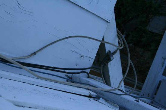Catalina Boat House: Wires on outside of building seen from our room