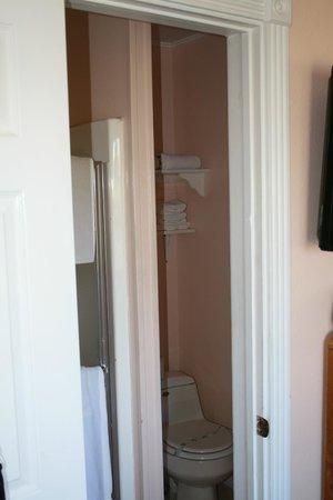 Catalina Boat House: View through bathroom door into bathroom