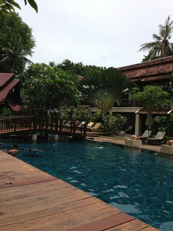 Chaweng Regent Beach Resort: Pool with the Pool Bar