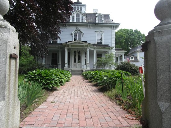 Proctor Mansion Inn: As it might have looked 150 years ago.
