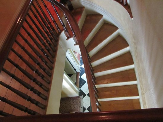 Proctor Mansion Inn: Beautiful staircases, not all fully restored yet.
