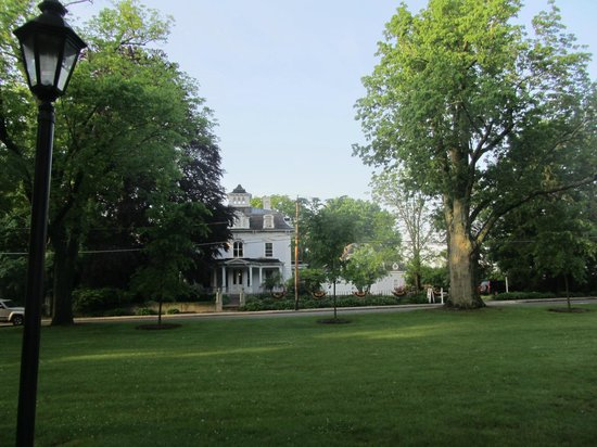 Proctor Mansion Inn: From across the Wrentham town square.