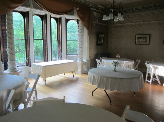 Proctor Mansion Inn: Space for small conferences, wedding receptions.