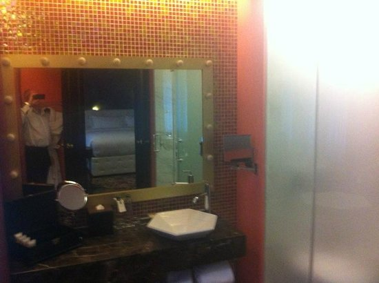 Hotel de l'Opera Hanoi: Bathroom