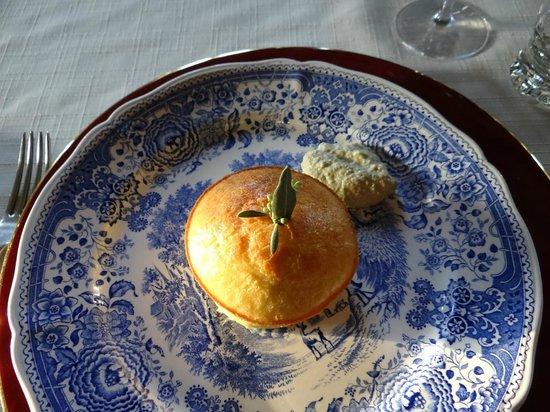 Chambres d'hotes Saint Emilion Bordeaux: Beau Sejour: First course, cheese souffle.