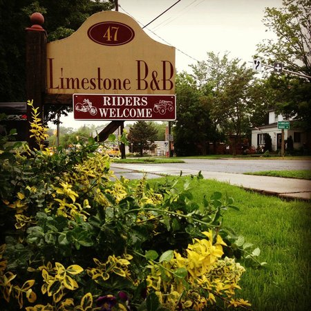 Limestone B&B : Motorcycle friendly bed and breakfast in Ontario's Highlands