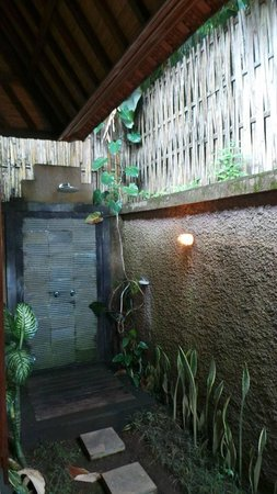 Munduk Moding Plantation: shower 2