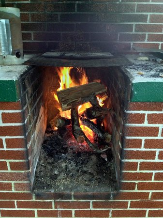 Huskins Court and Cottages: Fire pit