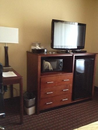 Comfort Inn: flat screen TV and free wifi with a small fridge, and smoking too!