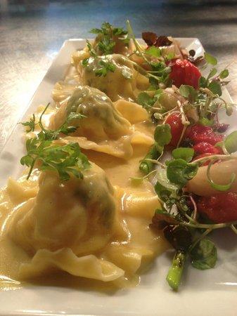 Fleurs Restaurant: Duck ravioli with a blood orange & beetroot salad