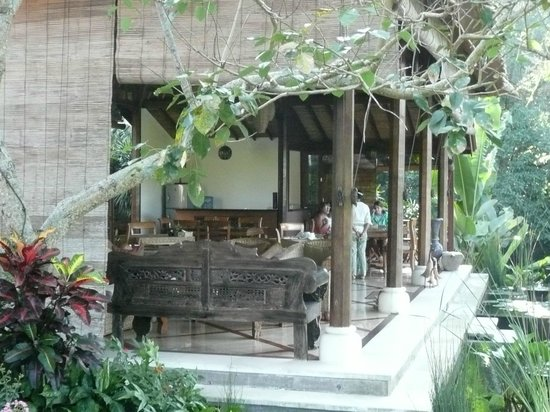 Amori Villas: The dining room
