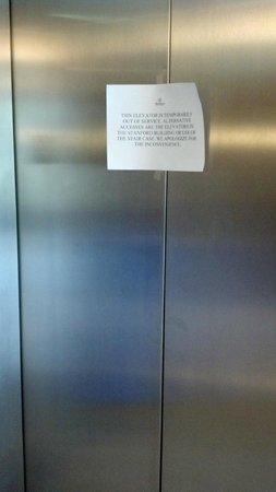 Sheraton Palo Alto Hotel: Elevator non-working sign