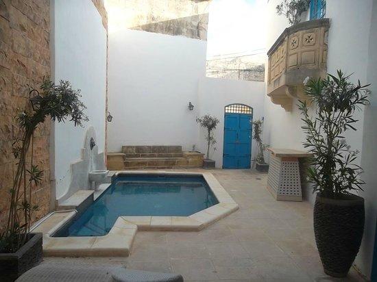 Chapel 5 Palazzo Suites B&B : la piscine exterieure
