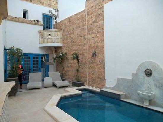 Chapel 5 Palazzo Suites B&B : la piscine extérieur
