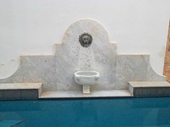 Chapel 5 Palazzo Suites B&B : mi fontaine, mi piscine (j'ai adoré)