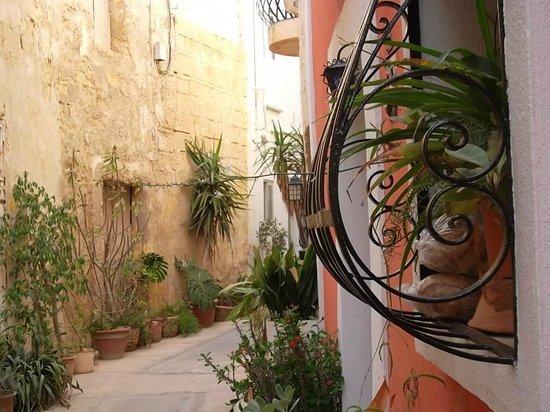 Chapel 5 Palazzo Suites B&B: une ruelle à coté de la ruelle de Chapel 5 à Naxxar