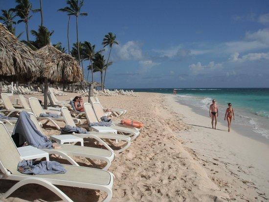 Majestic Colonial Punta Cana : Full length of beach