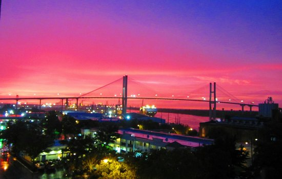 Hilton Garden Inn Savannah Historic District: An incredible sunset from the balcony