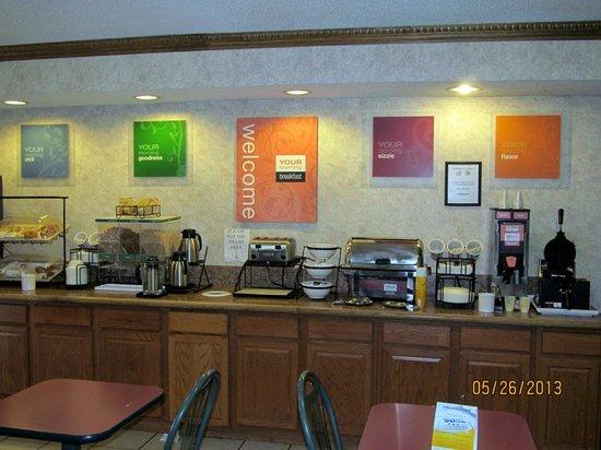 Comfort Inn: Breakfast bar