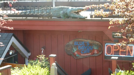 Blue's Bayou Cafe: Doesn't look like much at first, but you're in for a treat!