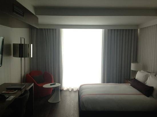Thompson Toronto - A Thompson Hotel: simple and chic rooms