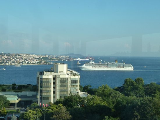 Hilton ParkSA Istanbul: View from breakfast room/bar