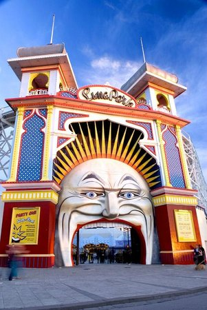 St Kilda, Australien: The famous Luna Park Face and Towers