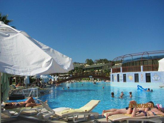 Incekum Beach Resort: бассейн