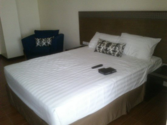 Fersal Hotel - Puerto Princesa: Bed