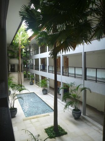Holiday Inn Resort Baruna Bali: Taken at corridor