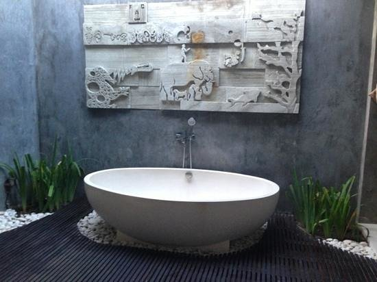 Chandra Luxury Villas Bali: Amazing outdoor bath in master bedroom villa 5