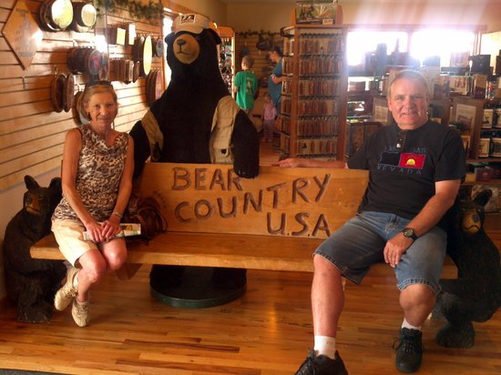 "Lazy ""U"" Motel: bear country rapid city great attraction"