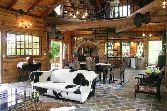 Mooloolah Valley Holiday Houses: Frangipani living