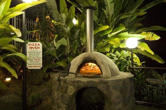 Mooloolah Valley Holiday Houses: Funky wood-fired Pizza-oven