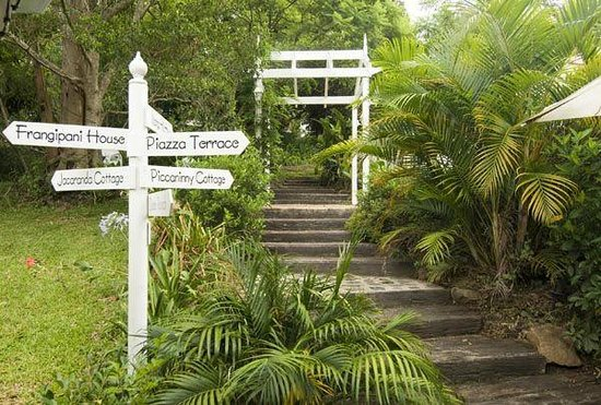 Mooloolah Valley Holiday Houses: Signpost to fantasyland
