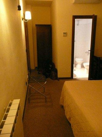 Hotel Emma : Nice size room 8