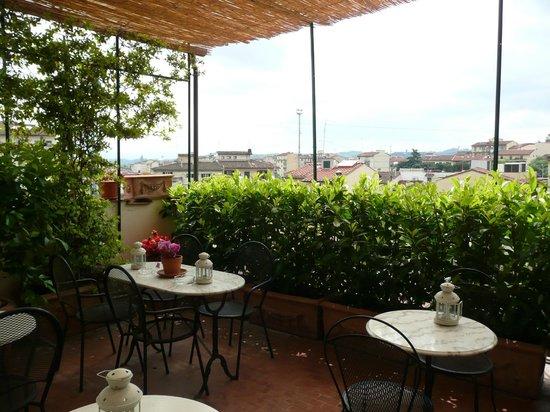 Hotel Emma: Back terrace