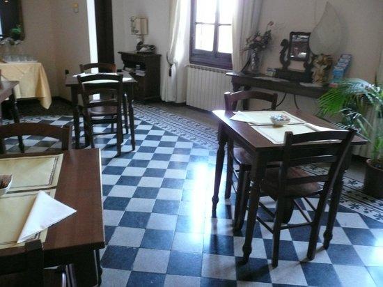 Hotel Emma: Dining room