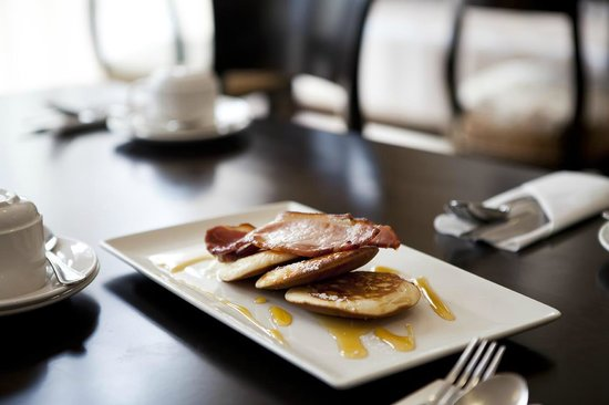 Tara Lodge: Pancakes with Maple Syrup & Crisp Smoked Bacon