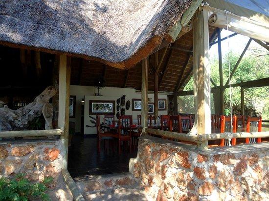 Muchenje Safari Lodge: Common Dining Area