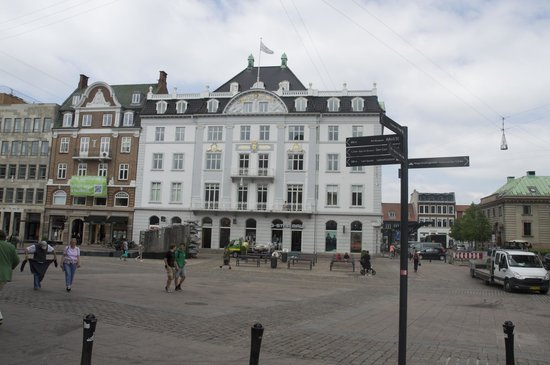 Hotel Royal: LOvely building