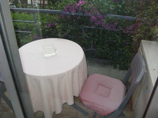 Hotel Bellevue: Compact balcony!
