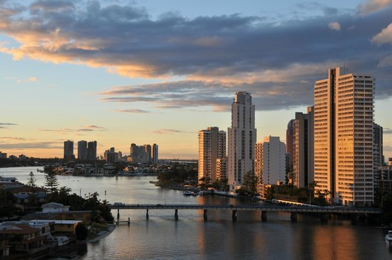 Tiki Village International Gold Coast: Great view from the apartment over the river