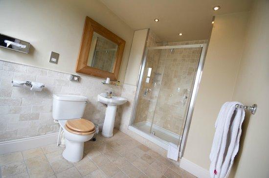 Innkeeper's Lodge Alderley Edge: Bathroom at the Innkeeper's Lodge Alderley Edge