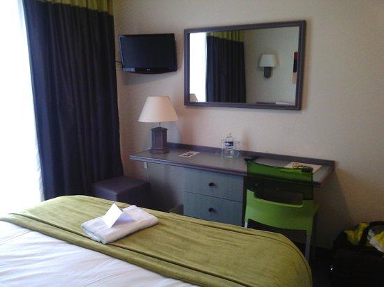 Chambre 103 coin bureau tv photo de hôtel europa quiberon